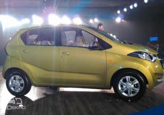Engine: The redi-GO will borrow the same 800cc, 54PS / 72Nm motor from the Renault Kwid. ARAI rated fuel-efficiency is identical at 25.17km/l as well. However, the Datsun is slightly lighter.