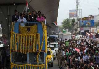 PV Sindhu gets open-top motorcade honour on her arrival in Hyderabad. She was felicitated by Telangana government for her stupendous performance.