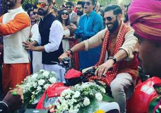 Yuvi takes a grand entry at his fancy Goa wedding.
