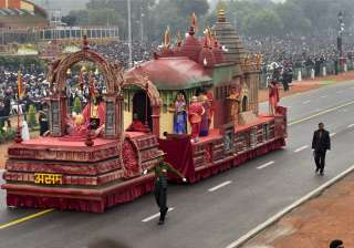 The tableau of Assam portrays the holy shrine of Kamakhya that renders prominence to its capital metropolis – Guwahati. Established atop Nilachal hills in Guwahati, the Kamakhya shrine is considered as one of the greatest Shaktipeeths of the country. During the Ambubachi festival, the temple draws worshippers from the whole of India and abroad. Kamakhya temple is different from other temples as it has no image or idol for worship.