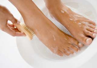 Oatmeal-jojoba oil remedy Another good exfoliating foot mask can be made using ground oatmeal and jojoba oil. Grind up a tablespoon of oatmeal in your blender, pour it into a bowl and add jojoba oil to create a thick paste. Massage this into the damaged skin on your feet, and put your feet up for half an hour. When the time is up, rinse your feet with cool water. (With IANS Inputs)