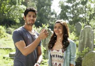 Kapoor and Sons:Although Alia had a short length role in this film, but she perfectly managed to woo her audience. As the actress was hunting for a quality role in any film, she agreed for the project. Her chemistry with Siddharth Malhotra was widely applauded. The famous number 'Kar Gayi Chull' from the film also turned out to be chartbuster hit.