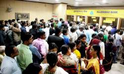 People at a bank to exchange notes- India Tv