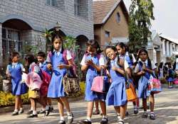 Panel recommends compulsory English education in schools