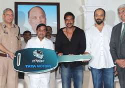 ajay devgn and rohit shetty gifted two cars to mumbai
