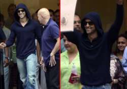 hrithik roshan discharged from hospital view pics