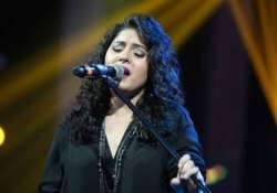 sunidhi chauhan sings to support yuvraj singh s youwecan