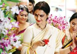 rekha s super nani trailer to be attached to sonam kapoor s