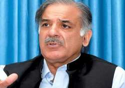 pak journo hurls shoe at punjab cm to protest attack on mir