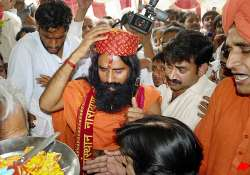 baba ramdev supporters throng site of hunger strike