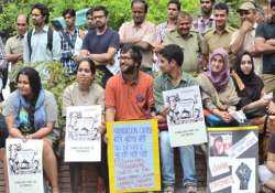du students protest against 4 yr undergraduate programme