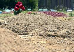girl dies of diarrhoea family buries her in front of house