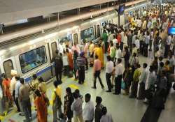 metro commuters stranded on dwarka noida route due to glitch