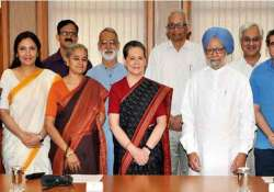 sonia hosts dinner in pm s honour