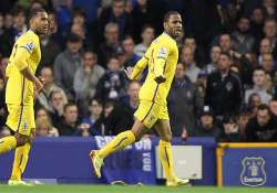 epl crystal palace beat everton 3 2 to dent champions