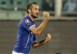italy stays perfect without balotelli czechs win