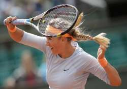 azarenka advances to 2nd round at french open