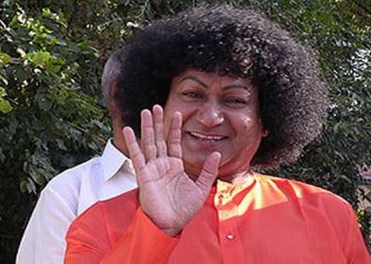 fake godman bala sai baba emerges dresses and acts like sathya sai baba- India Tv