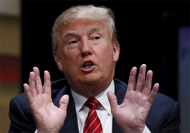 Donald Trump himself admitted that he is a germaphobe and the thought of shaking hands with everyone bothers him.