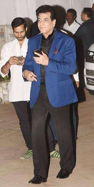 Veteran actor Jeetendra chose formal outfit. With blue coat matched with black, he was looking like a evergreen handsome star.
