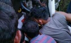 7 dead, 15 injured after vehicle overturns in Maharashtra's