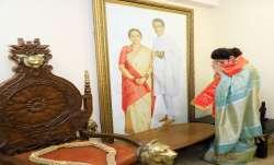 Urmila Matondkar joins Shiv Sena after quitting Congress