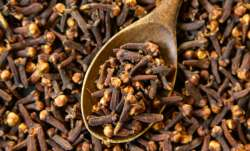 Eat 2 cloves with warm water before sleeping at night, know magical benefits