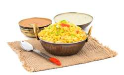 Eat Poha in breakfast for weight loss