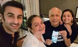 Ranbir Kapoor joins girlfriend Alia Bhatt, Pooja for Mahesh Bhatt's intimate 73rd birthday bash | P